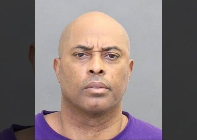 Homem é preso acusado de estuprar jovem dentro da casa dela, em Toronto
