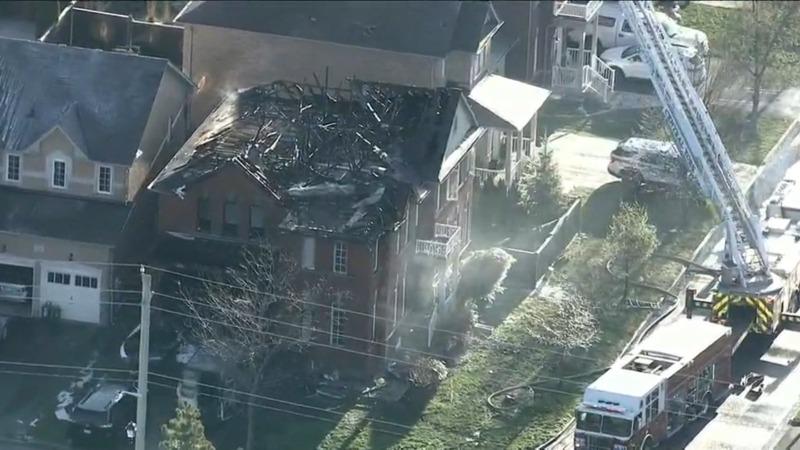 Vizinho resgata duas crianças de casa em chamas em Newmarket