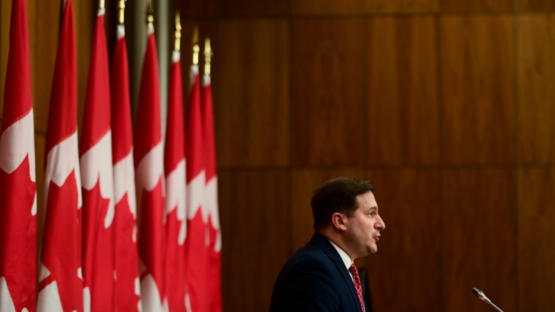 Com atraso nos pedidos de imigração, Canadá deve criar novo sistema para lidar com isso