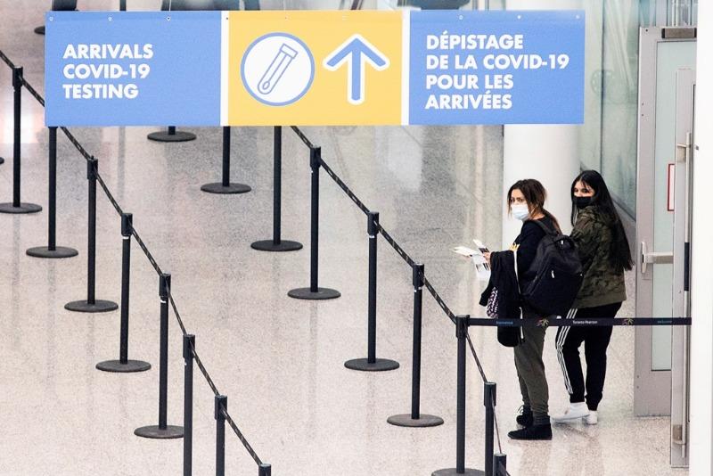 Cai o número de voos que pousaram no Canadá trazendo passageiros com Covid-19