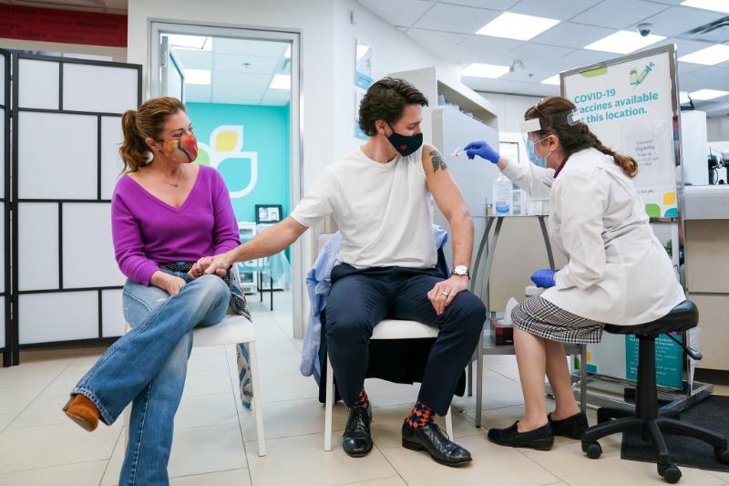 Canadá ultrapassando os EUA em quantidade de pessoas imunizadas com uma dose de vacina Covid-19