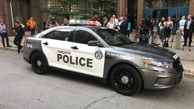 Homem é preso por assalto à mão armada e agressão sexual, em Toronto
