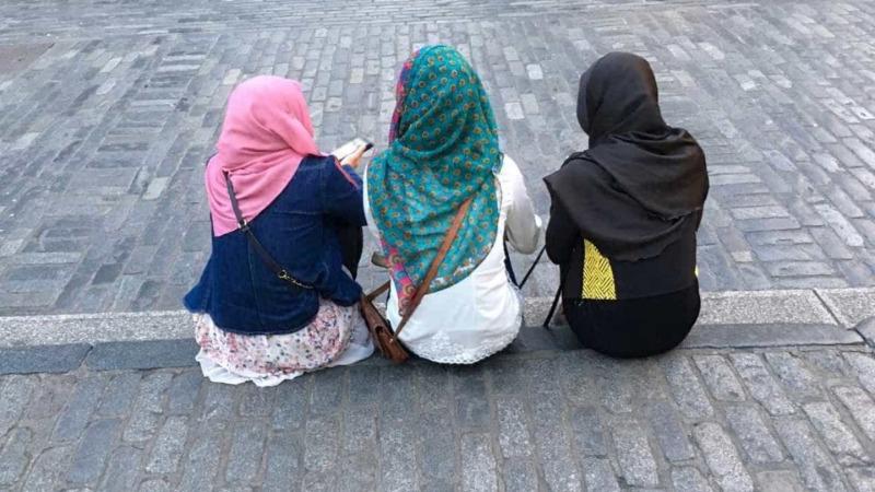 Mulher presa por supostamente remover à força o hijab de outra mulher em Ottawa