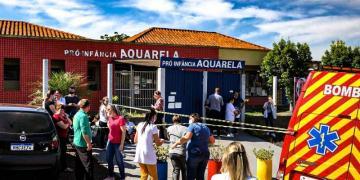 Corpos de três crianças e duas professoras são velados em ginásio após ataque com golpes de facão