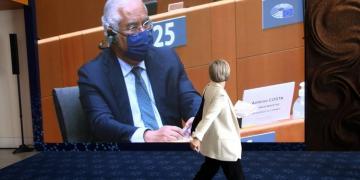 PM de Portugal pede reforma para reforçar OMS e ataca nacionalismo nas vacinas