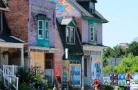 O preço médio da casa canadense aumentou 38% em relação ao ano passado, mas caiu em relação a março