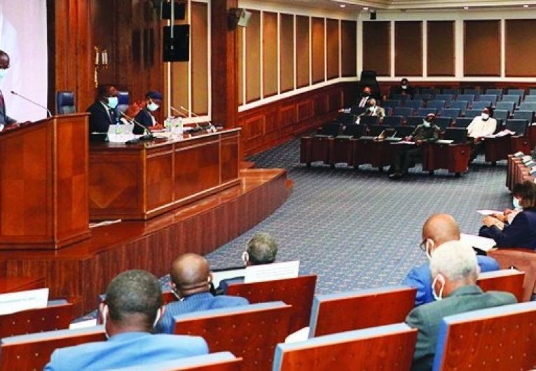 Parlamento quer instituições financeiras não bancárias a concederem créditos