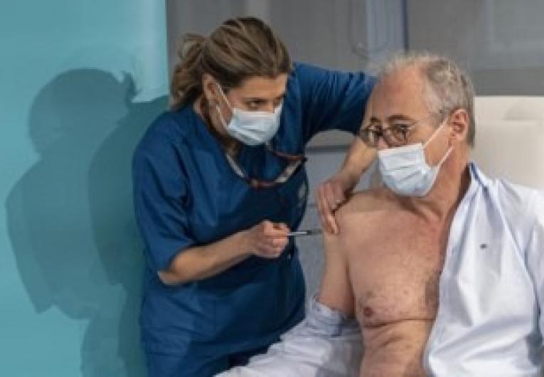 Mais de 80% dos idosos com 80 anos serão vacinadas até o final de março, em Portugal