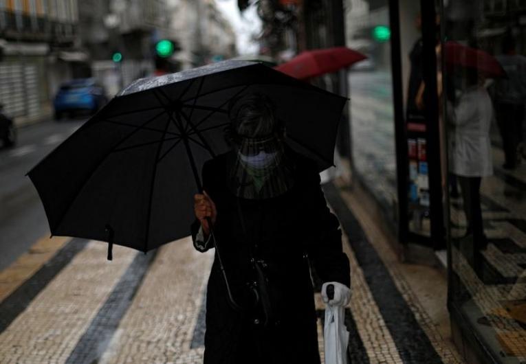 Apenas três concelhos de Portugal permanecem em risco extremo