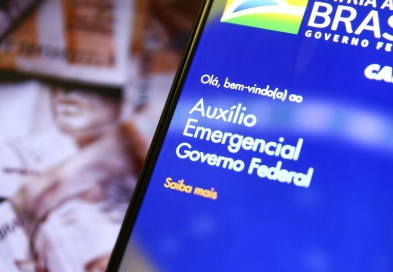 Bolsonaro afirma que novo auxílio de R$250 por 4 meses está 'quase certo'