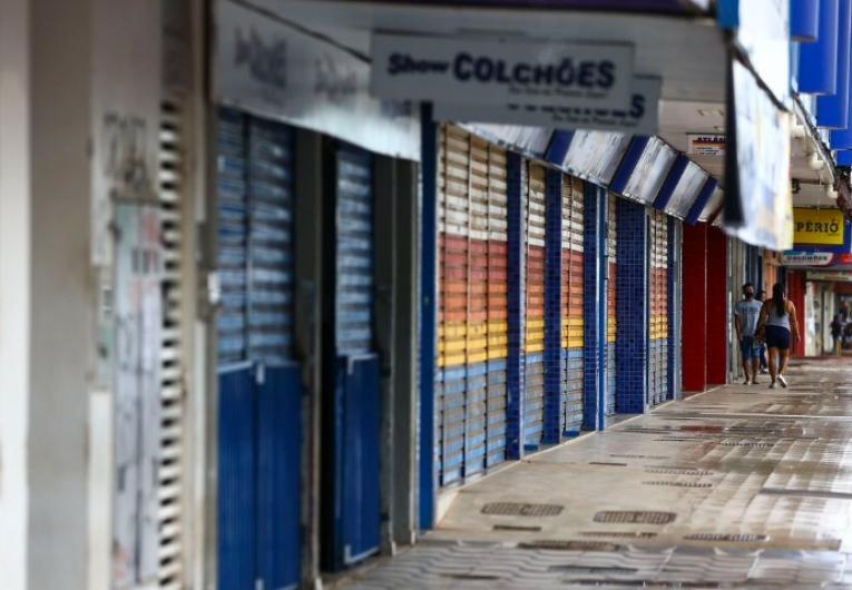 Estados brasileiros adotam novas restrições contra a Covid-19