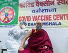 Dalai Lama recebe vacina contra a Covid-19
