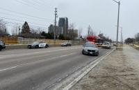 Suspeito é preso após bater em viatura e ferir policial em Toronto