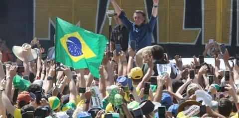 Presidente Bolsonaro participa de manifestação pró-governo em Brasília