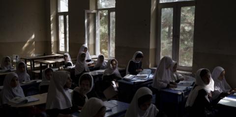 O Talibã diz que meninas e mulheres podem estudar em salas de aula sem homens