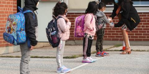 Ontário dobra valor do benefício para pais com crianças na escola; pagamento começa em 26 de abril