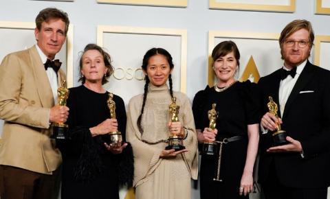 'Nomadland' leva os três principais prêmios do Oscar