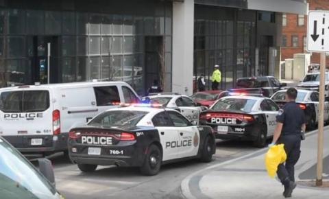 Homem está sob custódia após esfaquear os pais em Hamilton