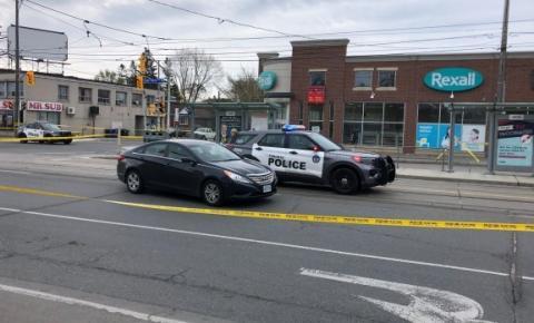 TORONTO: homem é baleado enquanto dirigia no bairro de Long Branch