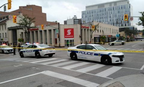 Homem em estado grave após ser baleado em praça comercial de Brampton