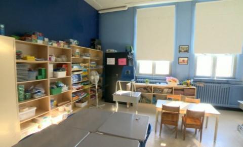 Principal médico de Ontário quer crianças de volta às escolas para evitar