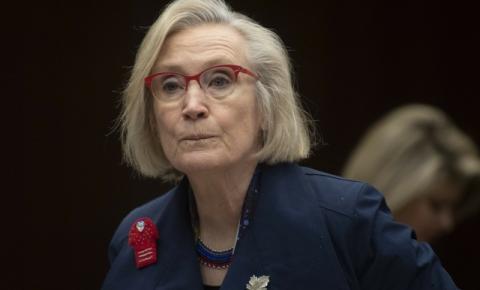A Ministra Carolyn Bennett pede desculpas por texto 'racista e misógino'