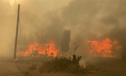 B.C. se prepara para mais um dia de alertas de incêndios florestais