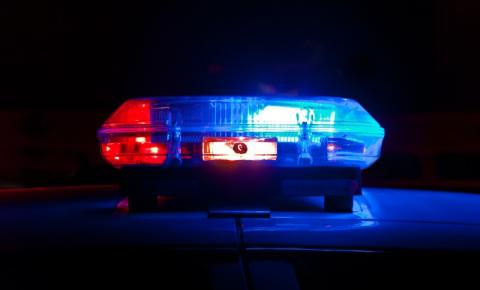 Polícia busca por suspeito de perseguir mulher com uma faca em North York