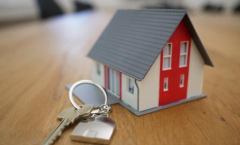 Os preços e vendas de casas canadenses bateram recordes em março - mas caíram todos os meses desde então