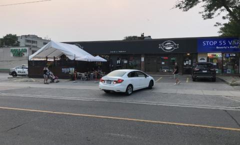 Polícia de Toronto investiga 2 esfaqueamentos separados na noite de domingo
