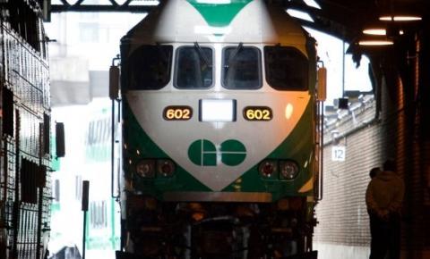 Pedestre atropelado e morto pelo trem GO; Lakeshore West line com atrasos