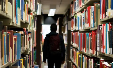 Estudantes estão estressados e ansiosos porque as universidades negam vagas de residência devido ao COVID-19