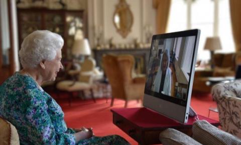 A governadora geral do Canadá Mary Simon fala com a rainha da Inglaterra pela primeira vez