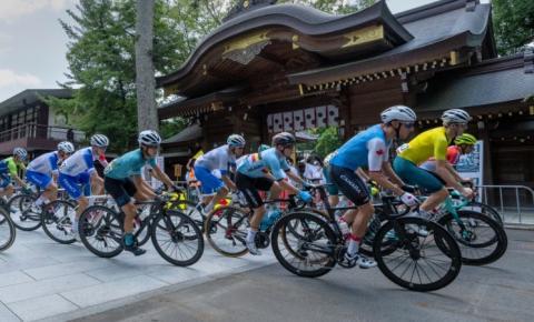 O ciclista canadense Michael Woods termina em quinto lugar na corrida de rua, a milissegundos do pódio