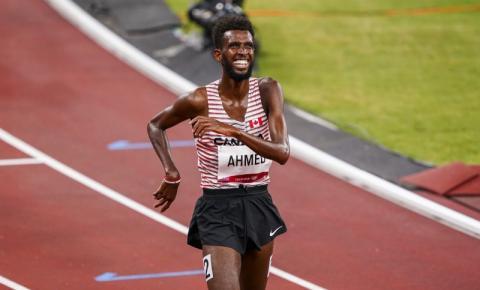Mohammed Ahmed, do Canadá, conquista a prata nos 5.000 metros