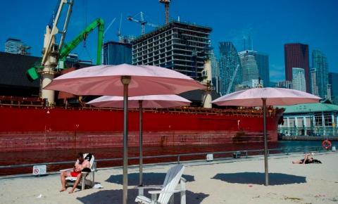 Toronto sob alerta de calor e abertura de centros de resfriamento