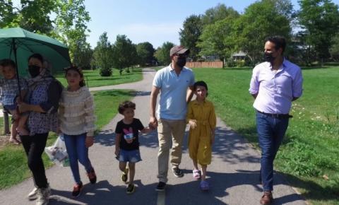 'Tudo parece calmo': família resgatada do Afeganistão reflete sobre nova vida no Canadá