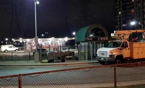 Um ferido e um preso por esfaqueamento na estação de metrô Finch