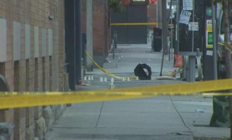 Homem morto e duas mulheres feridas após tiroteio no centro da cidade