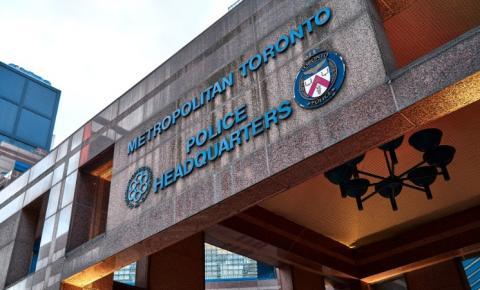 Policial de Toronto acusado de auxiliar suspeito em investigação criminal