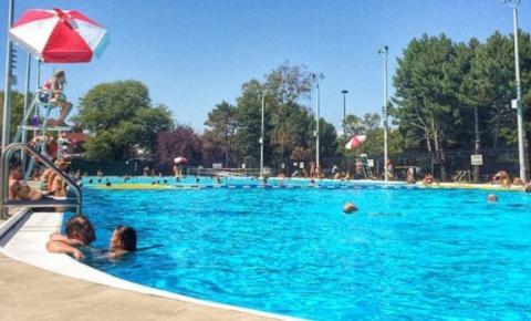 Várias piscinas ao ar livre administradas pela prefeitura de Toronto permanecerão abertas após o Dia do Trabalho deste ano
