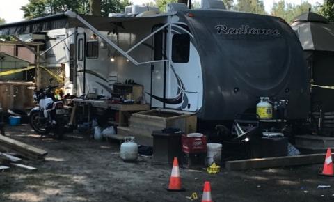 Homem e mulher acusados de assassinato em conexão com esfaqueamento em parque de trailers de Georgina