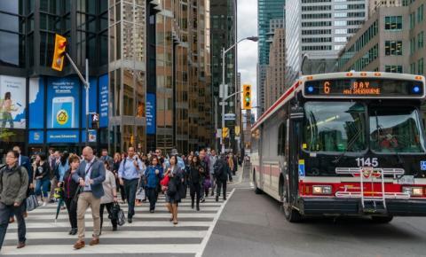 Toronto ocupa a 18ª posição entre as principais cidades da América do Norte voltando a trabalhar presencialmente