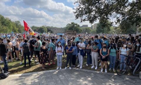 Estudantes da Western University saem da classe para protestar contra a 'cultura da misoginia' e assédio sexual