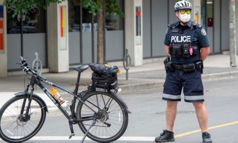 Funcionários da polícia de Toronto enfrentam licença sem vencimento se não forem totalmente vacinados contra o COVID-19 até 30 de novembro