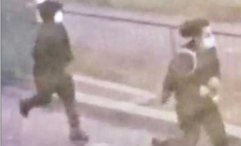 Polícia divulga imagens de dois homens suspeitos de atirar em uma pessoa