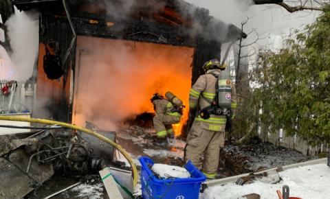 Incêndio em garagem deixa 1 morto na região de Halton