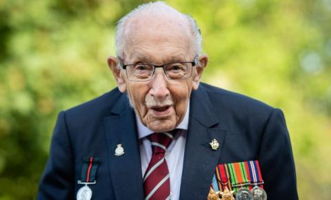 Morre Tom Moore, veterano britânico que arrecadou milhões contra a Covid-19
