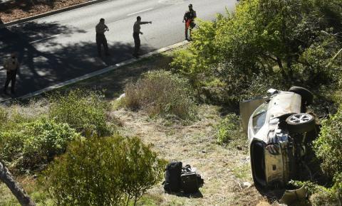 Grave acidente de carro deixa Tiger Woods com 'ferimentos não fatais' e fraturas expostas