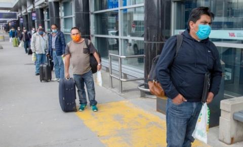 Imigrantes e trabalhadores sem documentos também devem receber vacina Covid-19, cobram defensores